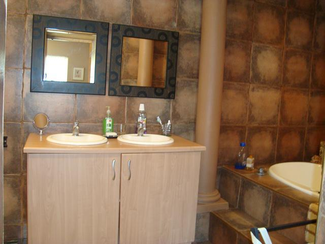 Property For Sale in Waterkloof Glen, Pretoria East 16