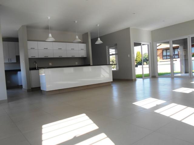 Property For Sale in Faerie Glen, Pretoria 11