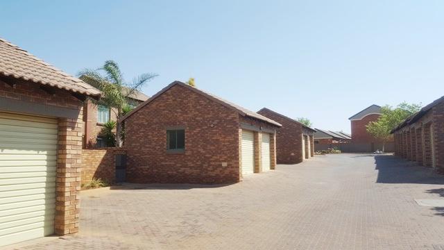 Property For Sale in Mooikloof, Pretoria 27
