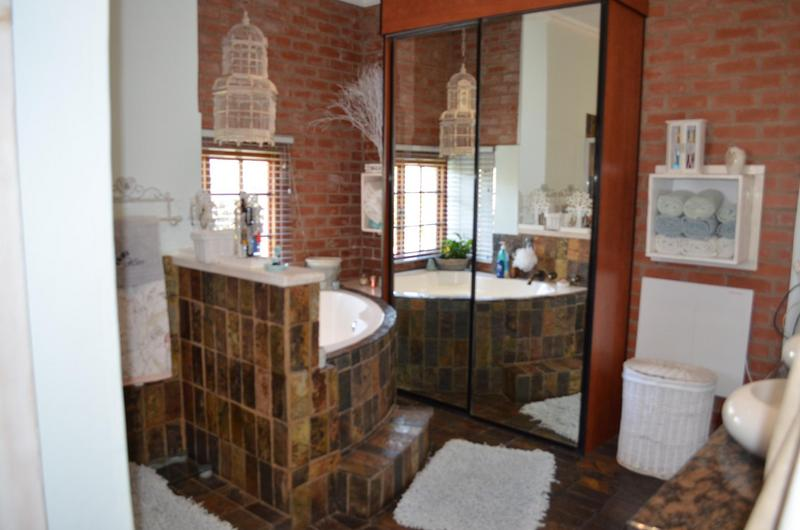 Property For Sale in Waterkloof Ridge, Pretoria 12