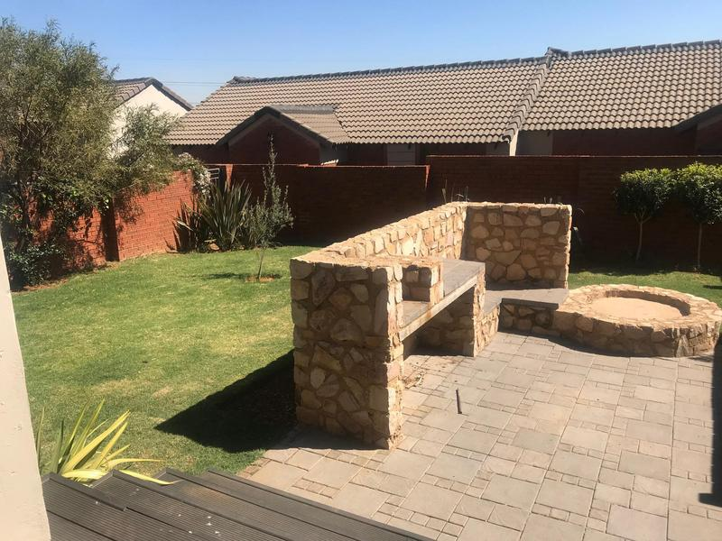 Property For Sale in Mooikloof Ridge Estate, Pretoria 14