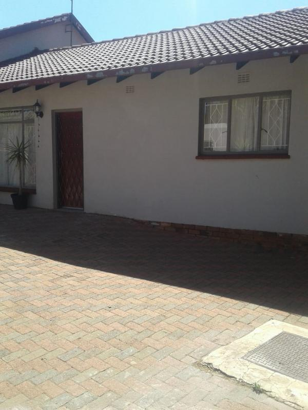 Property For Rent in Kenmare Ext 4, Krugersdorp 2