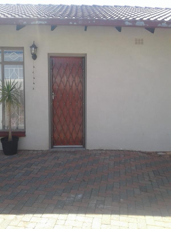 Property For Rent in Kenmare Ext 4, Krugersdorp 11