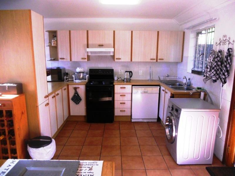 Duplex For Sale in Garsfontein, Pretoria