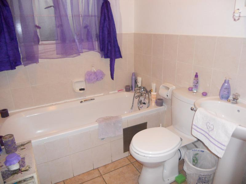 Apartment / Flat For Sale in Rietvalleirand, Pretoria