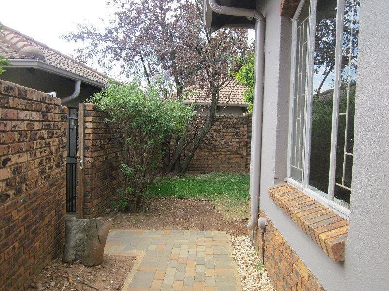 Simplex For Sale in Erasmuskloof, Pretoria