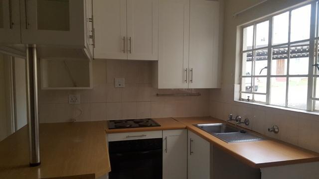 Apartment / Flat For Sale in Faerie Glen, Pretoria