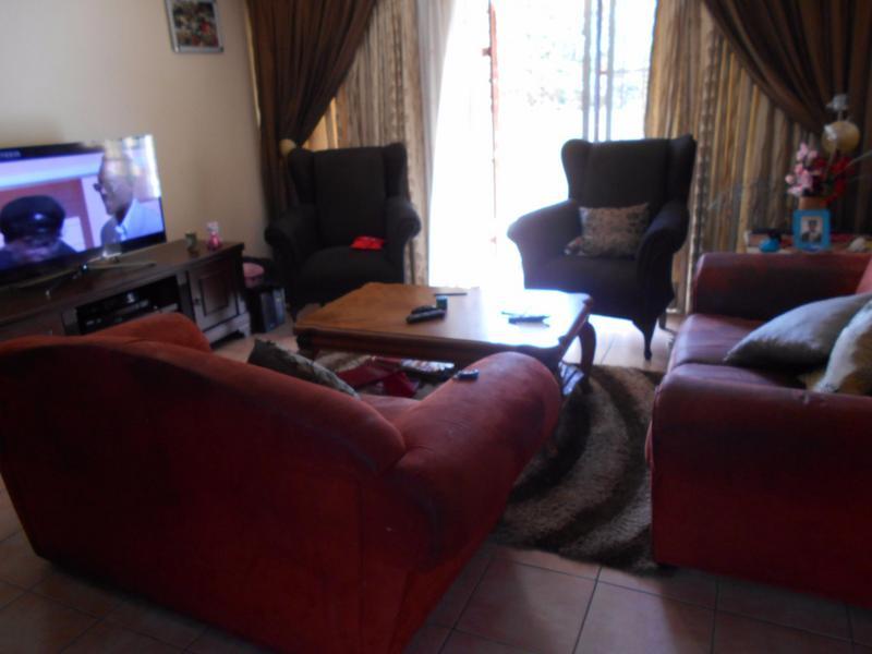 Complex For Sale in Willow Park Manor, Pretoria