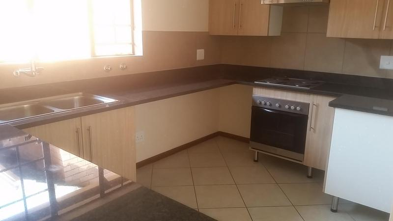 Simplex For Rent in Mooikloof Ridge Estate, Pretoria