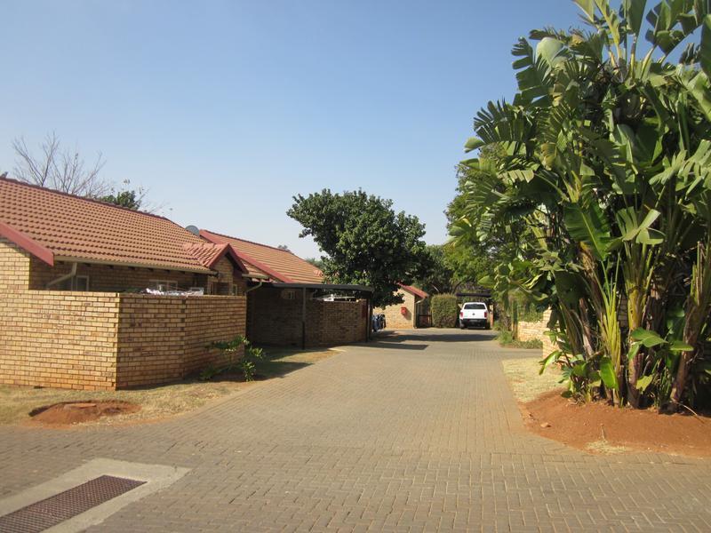 Simplex For Sale in Faerie Glen, Pretoria