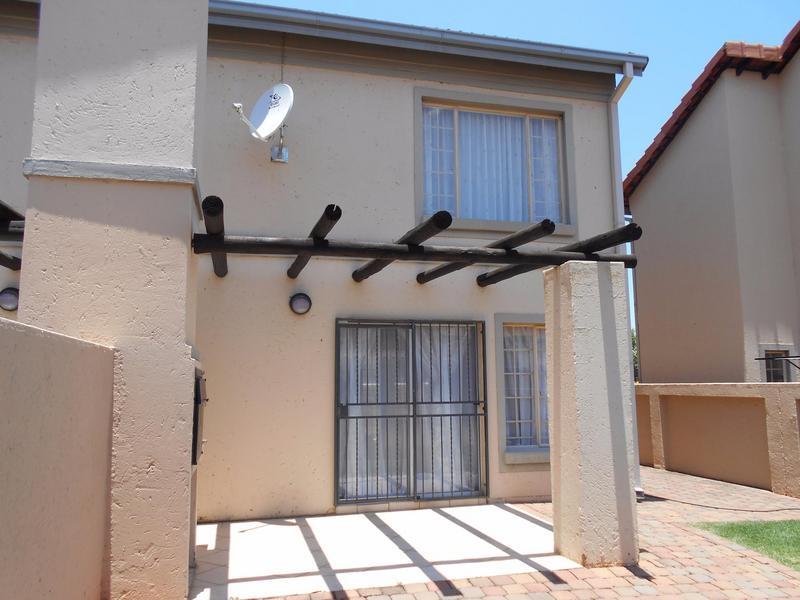 Duplex For Sale in Willow Park Manor, Pretoria