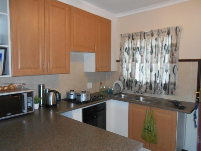 Simplex For Sale in Mooikloof Ridge, Pretoria