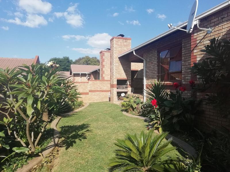 Townhouse For Sale in Equestria, Pretoria