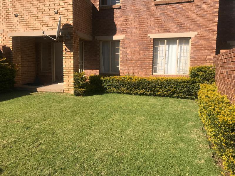Simplex For Sale in Mooikloof Ridge Estate, Pretoria