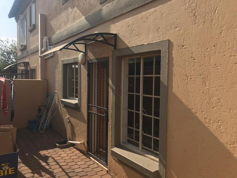 Townhouse For Sale in Willow Park Manor, Pretoria
